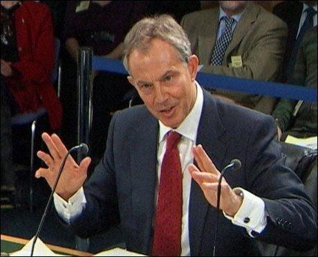 MÅ SVARE: Tony Blair må svare på spørsmål om Storbritannias invasjon av Irak. Bildet er tatt i begynnelsen av fredagens høring. Foto: REUTERS