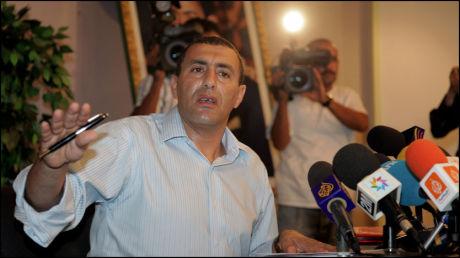 TROR IKKE PÅ STØRE: Khalid Skah tro untenriksminister Jonas Gahr Støre visste hvem som smuglet barna hans ut av Marokko i juli. Her Skah på en pressekonferanse i fjor sommer. Foto: Nina Eirin Rangøy