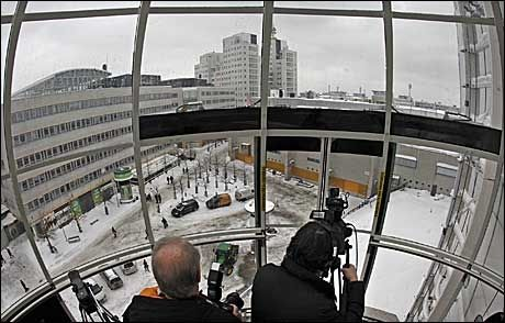 GLASSVEGG: Ikke mye hindrer utsikten fra glassgondolene. Foto: REUTERS