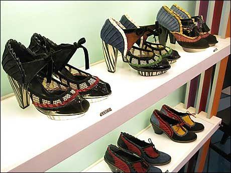 HALV PRIS: Hos skobutikken Kron kan du få med deg flotte designersko til halve prisen av hva du hadde måttet betale i Norge. Foto: CHARLOTTE SVERDRUP