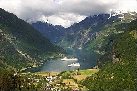 POPULÆRT STED: Geiranger er blant de største cruisehavnene i Norge. Her sett fra Utsikten. Foto: SCANPIX
