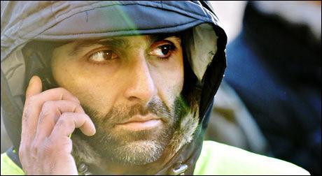 DEMONSTRANTVAKT: Arfan Bhatti fungerte som vakt under demonstrasjonen i Oslo sentrum forrige uke. Foto: Eivind Griffith Brænde