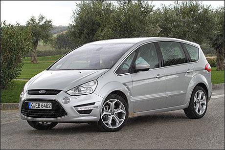NY FRONT: Ford S-Max har fått ny front. I mai kommer modellen til Norge. Foto: Hanne Hattrem