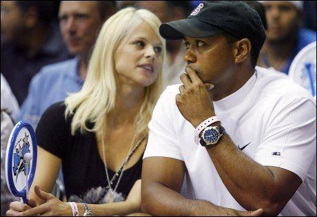 USIKKER FREMTID: Det er usikkert om Tiger Woods og Elin Nordegren vil skilles. Ifølge Boston Herald jogget Woods uten giftering onsdag. Foto: Reuters
