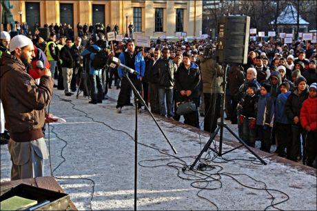- SIKKERHETSRISIKO: VG er kjent med at kretsen rundt Mohyeldeen Mohammad følges med argusøyne av PST. Her er han avbildet mens han holdt appell i Oslo. Foto: Scanpix