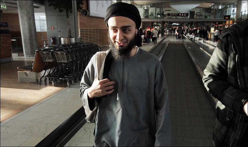 PÅ REISE: Mohyeldeen Mohammad har vært i medienes søkelys og høstet massiv hets og kritikk fra flere hold for sine meninger den siste uken. Søndag forlot han landet og reiste til muslimenes hellige by Medina i Saudi-Arabia. Foto: Frode Hansen/ VG