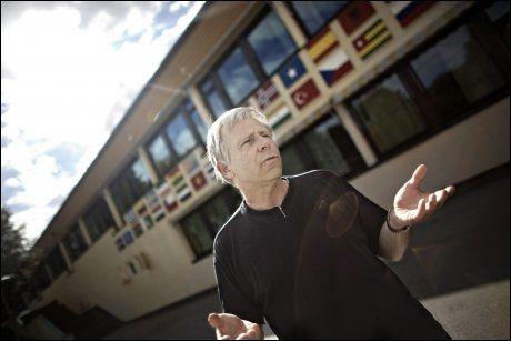 MØTTE MOTBØR: Rektor Jan Moen ved Fjell skole. Foto: Marte Vik Arnesen/ VG