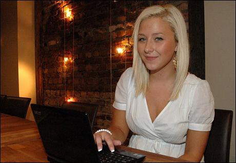 TRENGER IKKE PLAKAT: Toppblogger Ida Wulff synes de fleste punktene i bloggplakaten er selvfølger og tror at de fleste bloggerne har punktene i bakhodet hele tiden - selv uten en bloggplakat. Foto: STIAN EISENTRÄGER