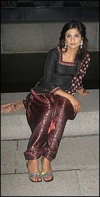 Tok farvel med Faiza (26) i overfylt moské