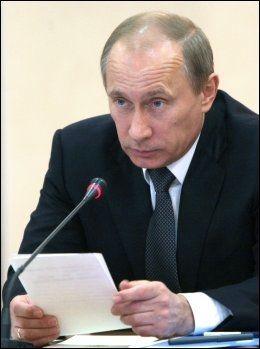 KRITISK: Russlands statsminister Vladimir Putin er ikke fornøyd med landets innsats i Canada. Foto: AP