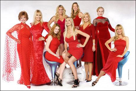 HOLLYWOOD-DAMENE: Her er damene som spiller hovedrollene i serien «Ja, vi elsker Hollywood». Foto: TV Norge
