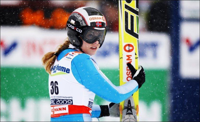 KUPPET: Anette Sagen skulle hoppe først i nye Holmenkollen, men Bjørn Einar Romøren hoppet likevel dagen før innvielsen av bakken. Foto: Scanpix