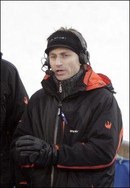 KRITISK: Espen Bredesen er ikke fornøyd med prøvehopperne som hoppet i Holmenkollen tirsdag. Foto: Scanpix