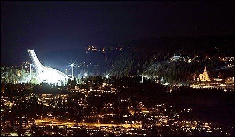 ÅPNES I DAG: Anette Sagen skal klokken 19.30 i kveld åpne det første offisielle hopprennet i den nye storbakken i Holmenkollen. Foto: Scanpix