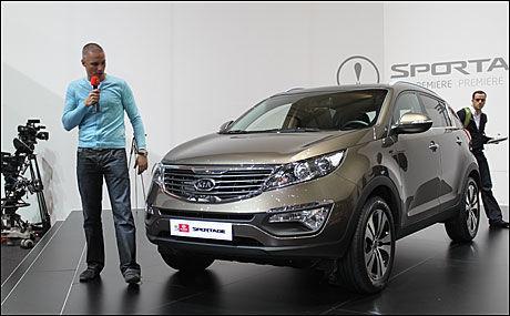 SØSTER: Bilen er søstermodell til Hyundai ix35 som er i salg om ikke lenge. Kia Sportage blir tilgjengelig med toliters bensin- og dieselmotorer i første omgang. Foto: Hanne Hattrem