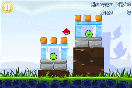 SINT: En sint fugl går i angrep i «Angry Birds». Foto: CLICKGAMER