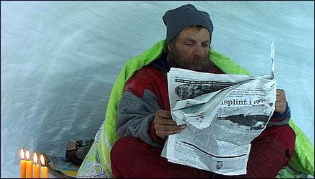 «SNØHULEMANNEN»: Sverre Nøkling fra Vestlandet lever ute i naturen, og søker ly i hulene sine. Foto: Fridtjof Kjæreng