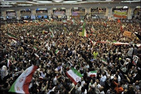 Presidentvalget i juni skapte voldsomme reaksjoner i Iran. Her under et valgmøte i Teheran. Foto: Helge Mikalsen
