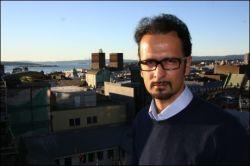 Den norsk-iranske menneskerettighetsforkjemperen Mahmood Amiry-Moghaddam er meget bekymret over utviklingen i Iran Foto: Stian Eisenträger