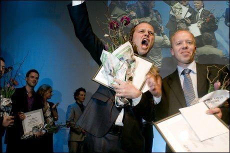 Dagens Næringsliv vant SKUP-prisen 2010 foravsløringen av kameraderi i forsvaret. Vinnerteamet bestod av fra venstre Gøran Skaalmo og Trond Sundnes. Foto: Scanpix