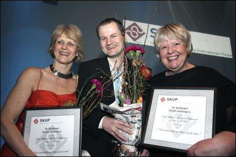 Aftenposten vant SKUP s 20-årspris for vannverkskandalen fra 2005. Vinnerteamet bestod av fra venstre Siri Gedde-Dahl, Alf Endre Magnussen og Anne Hafstad. Foto: Scanpix