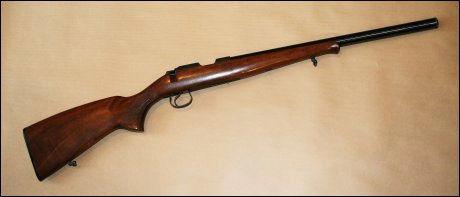 STORE MENGDER: Politidirektoratet har konkludert med at flere tusen rifler solgt fra en våpenhandler i Rogaland, trolig har ulovlig forkortede løp. Våpenhandleren har trolig solgt rundt 6.000 rifler som er kuttet ned til under den tillatte løpslengden på 40 cm. På bildet en Brno 452 American. Foto: POLITIET/SCANPIX
