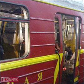 SMADRET: Bildene viser raserte T-banevogner. Foto: Reuters