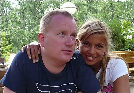 FANT KJÆRLIGHETEN: Tom Erik Store fra Risør liker både Varna by og Nataliya Dimcheva, som er født der. Her er de fotografert i byparken. Foto: PRIVAT