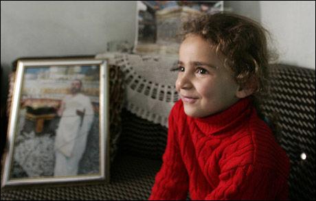 DATTEREN: Faren til Jamal Sabat er dømt til døden for hekseri. Foto: Reuters