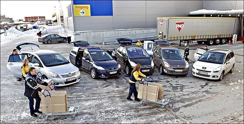 FAMILIE-FRAKTERE: Både Toyota Verso (fra venstre), Mazda 5, Citroën C4 Grand Picasso, Renault Grand Scenic og Peugeot 5008 er biler som frakter mye bagasje eller hele syv personer. Foto: BJØRN THUNÆS