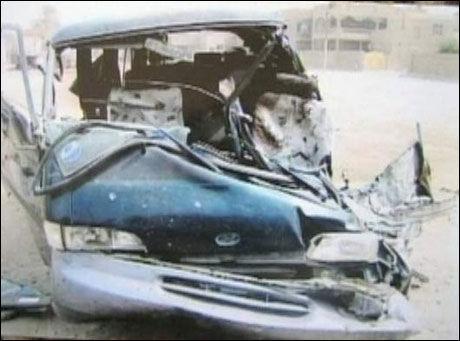 VILLE HJELPE: Saleh Matasher Tomals kjørte denne minivanen til stedet hvor flere sivile hadde blitt skutt av amerikanske styrker. Det endte med at han ble drept. Hans to barn ble såret, men overlevde. Foto: Wikileaks