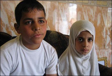 ANGREPET: Søskenparet Sayad and Doaha var henholdsvis ti og fem år da faren deres ble drept av amerikanske militærstyrker. Selv overlevde de. Foto: Wikileaks