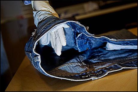 BUKSEBESLAG: Denne buksen ble funnet hjemme hos tiltalte Erik Andersen. Foto: Scanpix