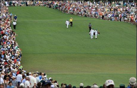 FOLKSOMT: Tiger Woods har fått svært mye oppmerksomhet i comebacket på banen. Foto: AFP