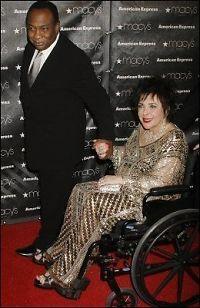 - Liz Taylor (78) forlovet med 49-åring