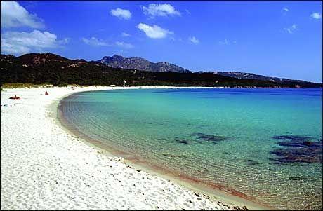 HVIT SAND: Det er nok av plass på denne stranden utenfor Sassari. Foto: Fototeca ENIT