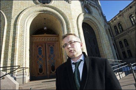 AVTALE: Justisminister Knut Storberget utenfor Stortinget har forhandlet frem en avtale om retur for afghanske asylsøkere. Foto: Frode Hansen