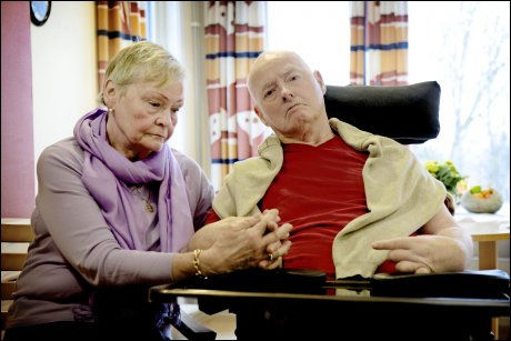MISTET TALEEVNEN: Leo Sakariassen (78) ble lam og pleietrengende etter å ha brukt medikamentet Vioxx. Nå får han erstatning fra NPE. Her av bildet sammen meed kona Bjørg (74). Foto: LINN CATHRIN OLSEN