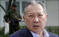Kirgisistans president har flyktet til Kasakhstan