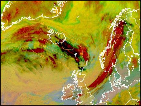 ASKESKY: Dette satelittbildet viser askeskyen som sprer seg utover Nord-Europa. Foto: AFP