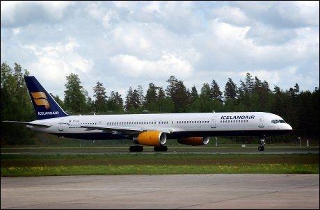 TIL NORGE: Seks fly fra Icelandair landet på Værnes søndag. Foto: Espen Braata