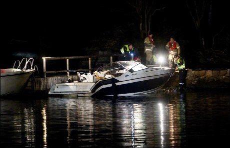 ULYKKE: To personer omkom og to er skadet i en båtulykke etter at en båt lørdag kveld skal ha kjørt på et skjær i Røyken. Foto: Scanpix