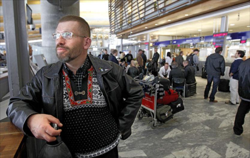 VAR ASKEFAST: Arild Hønsvik ble rammet av asken og sto fast på Gardermoen i forrige uke. Selv om luftrommet nå er åpent igjen, kan ikke Hønsvik og andre passasjerer belage seg på at alle fly er i rute på noen dager ennå. Foto: