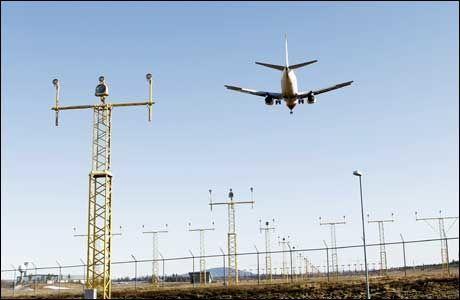 ÅPNET: Luftfartstilsynet og Avinor opplyste i går at norske flyselskaper kan fly i soner med lav konsentrasjon av aske. Dette skaper reaksjoner hos Norsk Flyverforbund. Foto: Scanpix