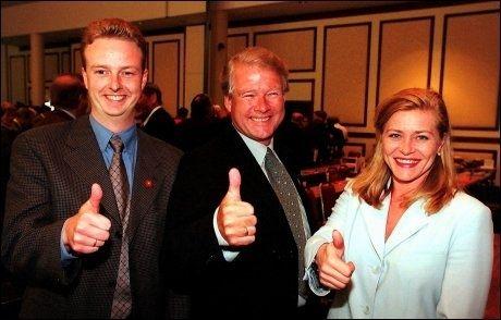 KRONPRINS: Terje Søviknes ble regnet som en av favorittene til å overta som partiformann i Frp etter Carl I. Hagen da han og Siv Jensen ble valgt som nye nestformenn i 1999. Foto: Scanpix