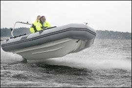 PASS PÅ: Låner du bort båten til noen som ikke er skikket til å føre den, risikerer du tap av retten til å føre båt. Foto: Jørn Finsrud/Båtliv