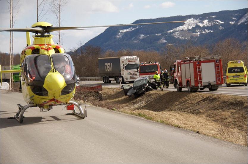 E6: To personer ble alvorlig skadet i denne ulykken: Foto: Henning Stordalen
