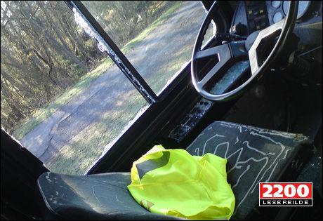 KNUST: Vinduet på russebussen er knust etter sammenstøtet med drosjesjåføren. Foto: VG Nett-tipser