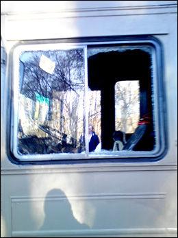 KNUST: Slik så russebussen ut fra utsiden etter dramaet natt til søndag. Foto: VG Nett-tipser