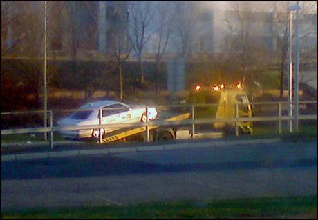 FJERNES: En taxi blir hentet etter bruduljene natt til søndag. Foto: VG Nett-tipser